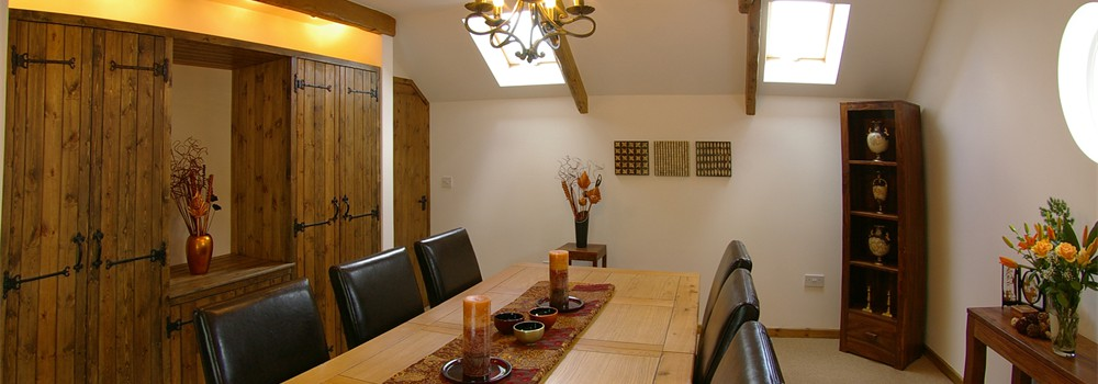 well-cottage-dining-room